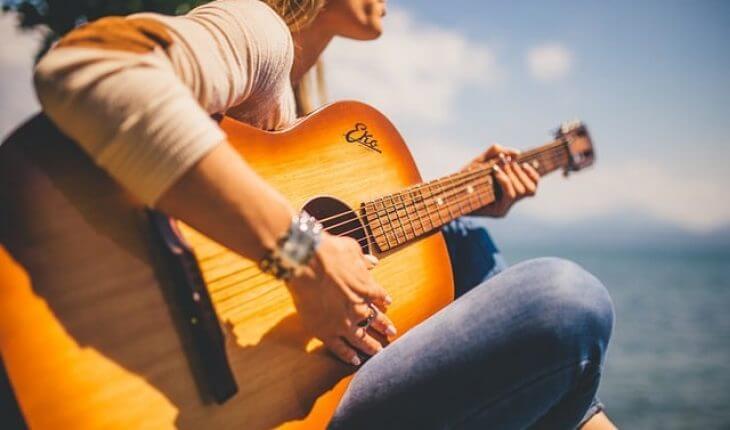 Conseils pour ne pas avoir mal aux doigts en jouant de la guitare